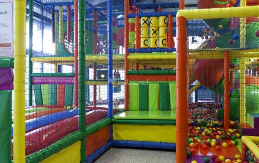 hoteles con parque de bolas chiquipark