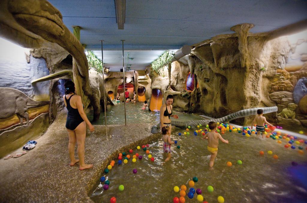 Hoteles con piscina climatizada para niños